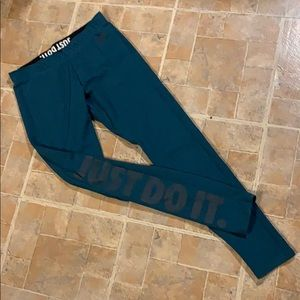 Nike athletic leggings size women's medium